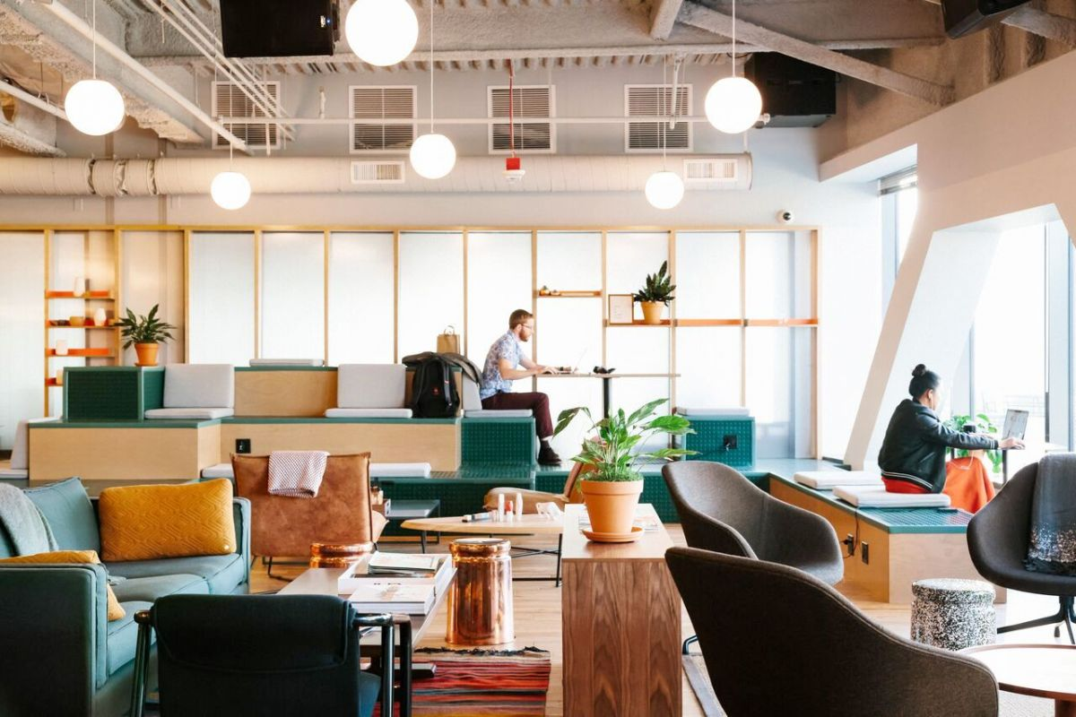 An example common area that is characteristic of a WeWork coworking space.