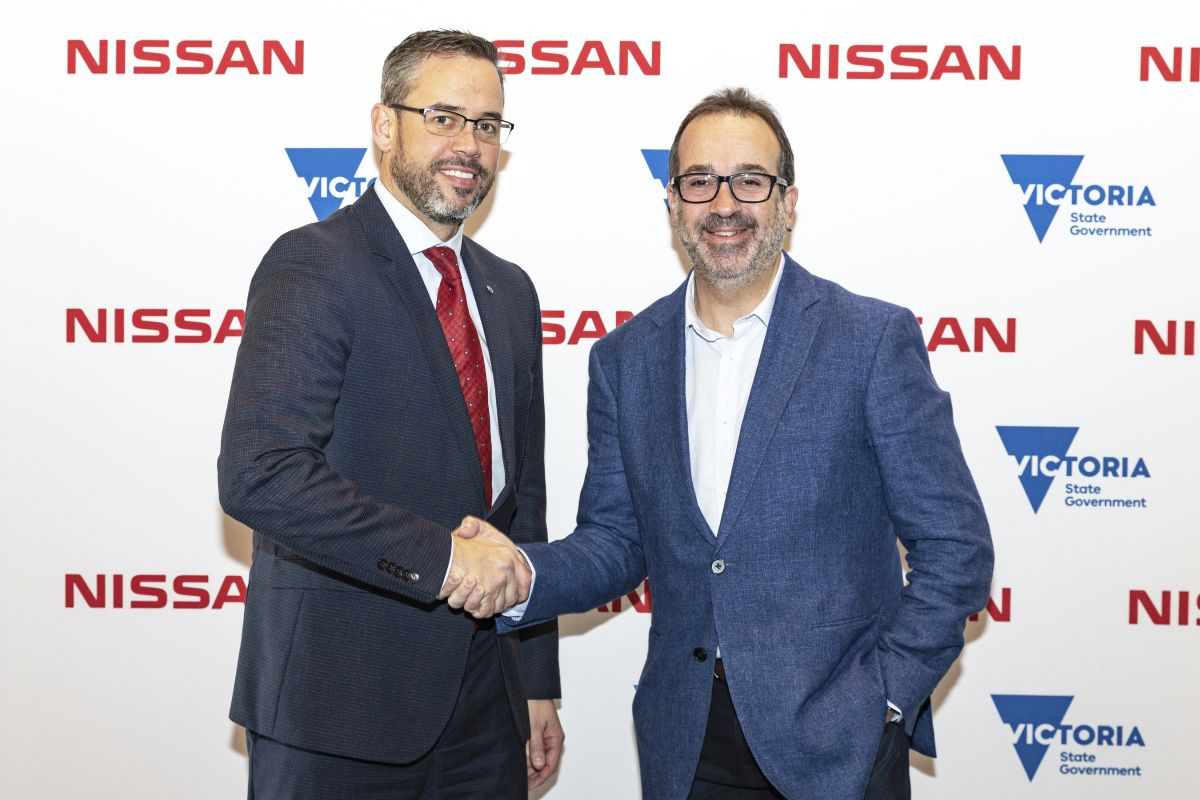 Nissan Australia's Managing Director, Stephen Lester, with The Hon Martin Pakula MP (Minister for Jobs, Innovation and Trade, State of Victoria). Photo: Total Nissan