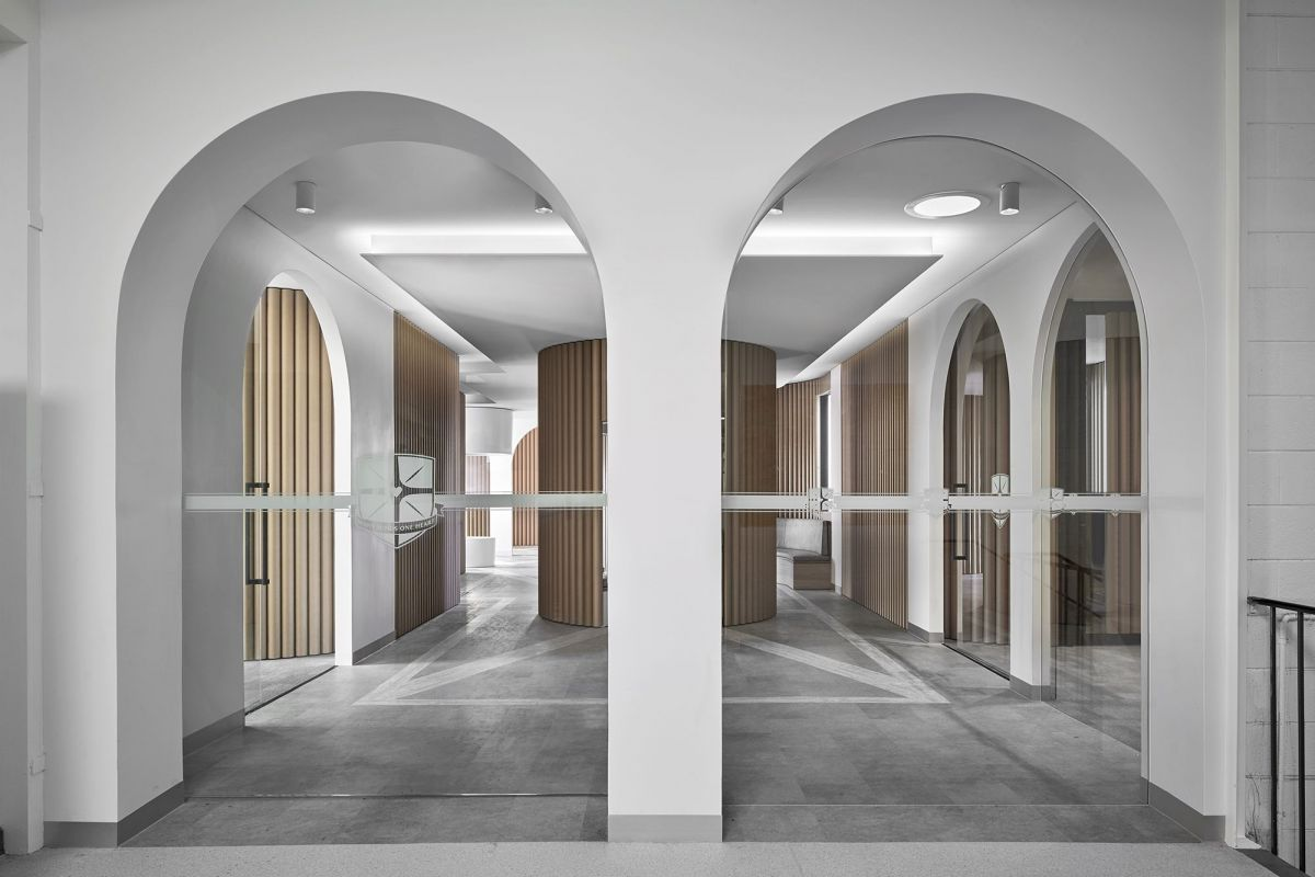 Archways are used as entries into the space, as well as to office wings off the primary Piazza. (Image: Branch Studio Architects)