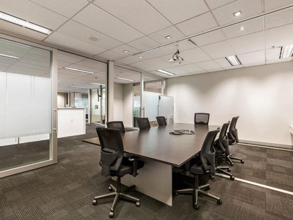 corner office complex with great exposure 600 victoria street